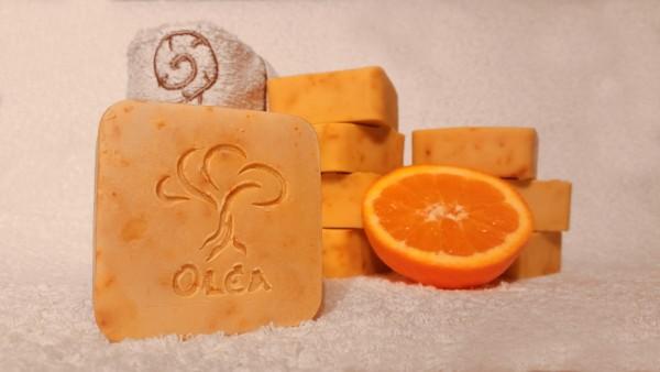 Σαπούνι ελαιολάδου με χυμό, ξύσμα και αιθέριο έλαιο πορτοκαλιού, για ενυδάτωση και ήπια απολέπιση